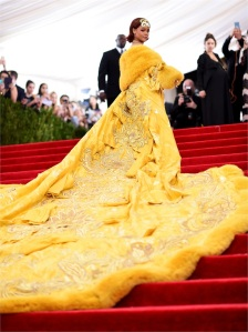 Rihanna in Guo Pei Couture  Foto: Getty Images